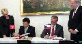 The Secretary for Financial Services and the Treasury, Professor K C Chan, signs an agreement for the avoidance of double taxation and the prevention of fiscal evasion with respect to taxes on income between Hong Kong and the Czech Republic with the Czech Minister of Finance, Mr Miroslav Kalousek, on June 6 (Prague time).